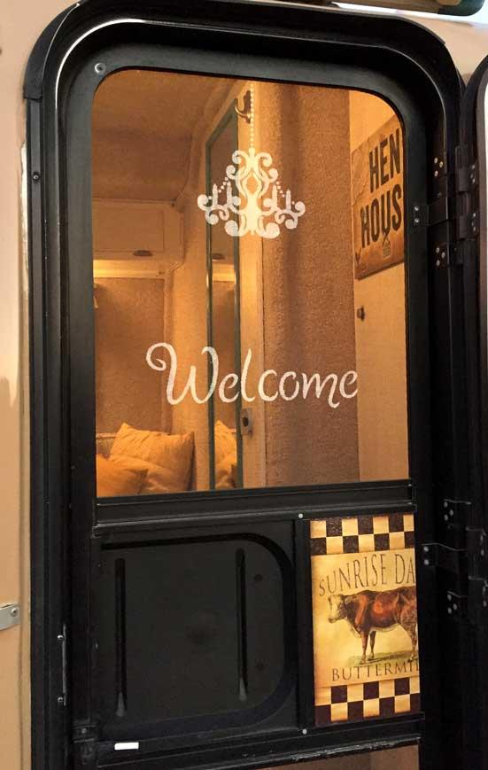 Welcome-Stenciled-Screen-Door